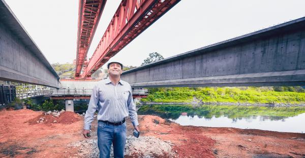 Elvis Cezar realiza vistoria da Nova Ponte sobre o Rio Tiete