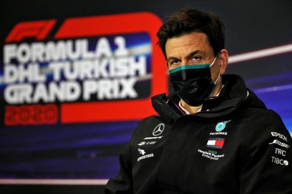 Chefe da Mercedes critica circuitos atuais da F1