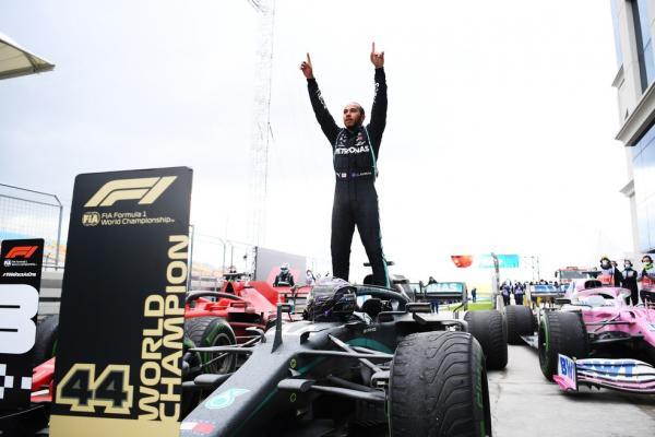 Família Real Britânica parabeniza Lewis Hamilton pela conquista do heptacampeonato