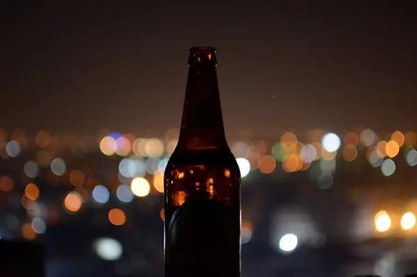 Nunca faltou tanta cerveja nos supermercados brasileiros como agora