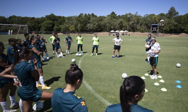 Seleção feminina de futebol tem três jogos-treino nos próximos dias