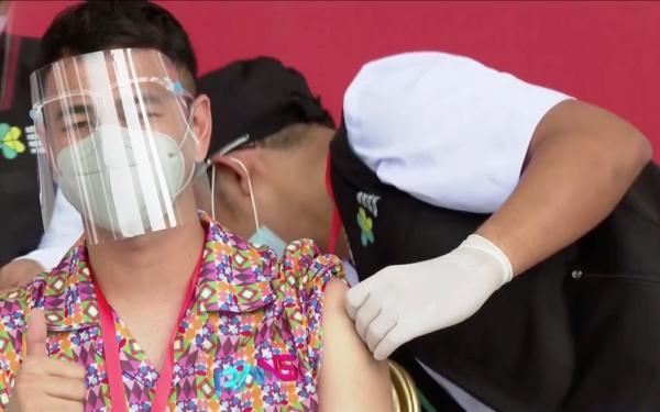 Influenciadores digitais estão entre os primeiros da fila para vacinação contra Covid-19 na Indonésia