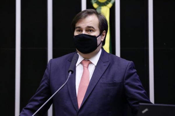 Cobrado, Maia diz a aliados que futuro político de Bolsonaro estará nas mãos de sucessor
