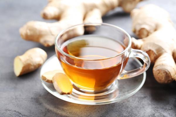 Chá de gengibre: para que serve e receita para curar ressaca