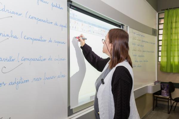 Profissionais de educação devem fazer cadastro no vacinaja.sp.gov.br