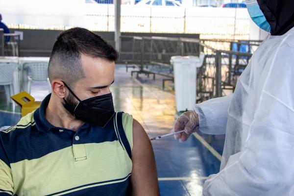 Prefeitura de Carapicuíba inicia vacinação para 25 anos ou mais