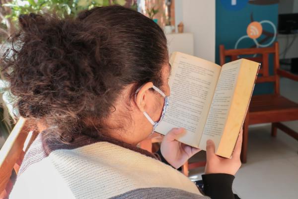 Clube de leitura em Carapicuíba recebe inscrições com encontros semanais