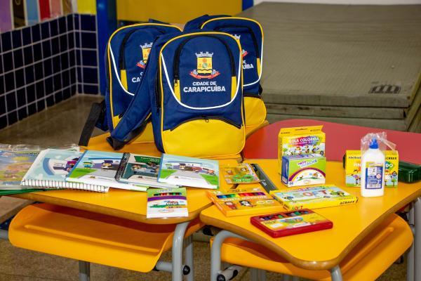 Prefeitura de Carapicuíba entrega de uniforme e material escolar aos alunos rede municipal