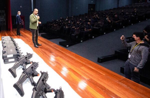Marcos Tonho acompanha treinamento dos guardas municipais para a utilização de novo armamento adquirido pela prefeitura