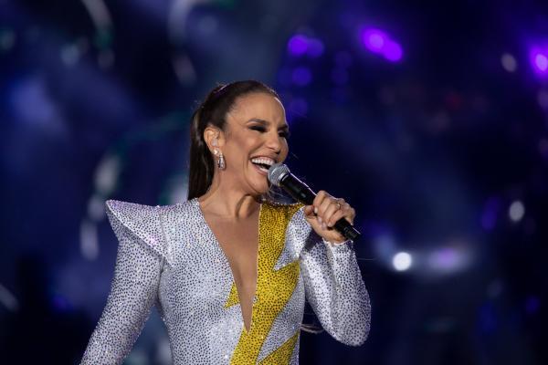 Ivete Sangalo participa de live