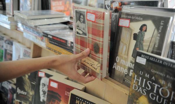 Com atendimento personalizado, pequenas livrarias mantêm vendas