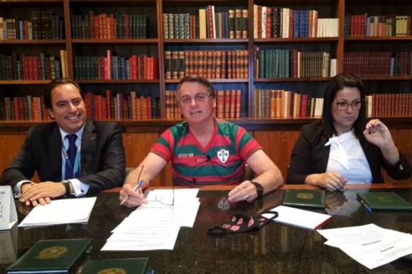 Moro não tem que me questionar, tem que apontar interferência, diz Bolsonaro