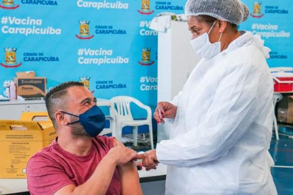 Carapicuíba inicia vacinação das pessoas com 50 anos ou mais